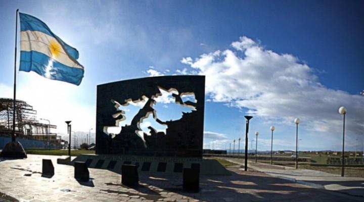 El Homenaje a los combatientes de Malvinas.-