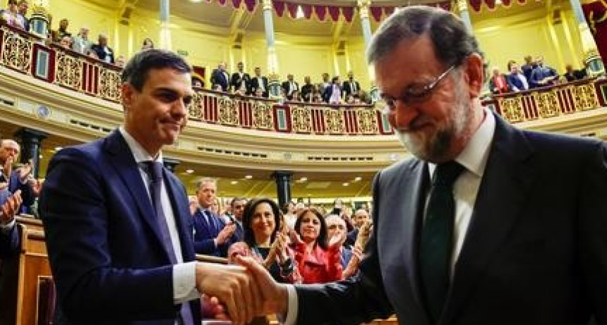 """La ida de Rajoy, las reminiscencias de la """"Máscara de Fernando VII""""."""