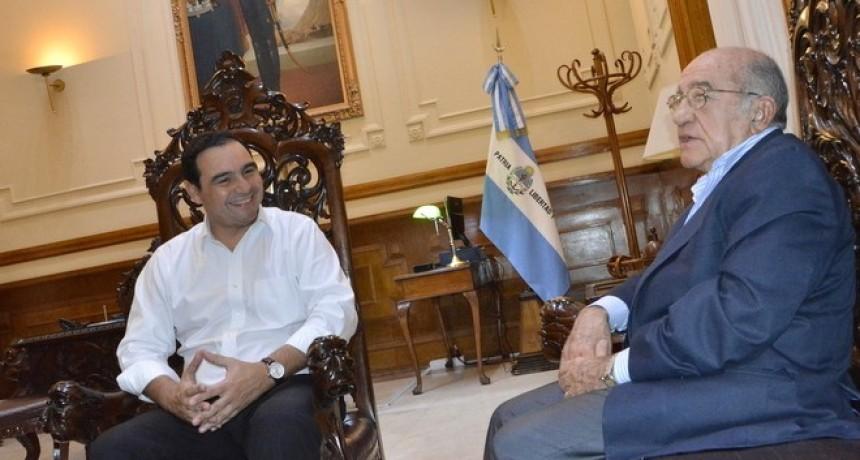 Proponen, tal como en Paraguay, que los ex mandatarios sean declarados legisladores vitalicios e integrantes de un observatorio de política provincial.