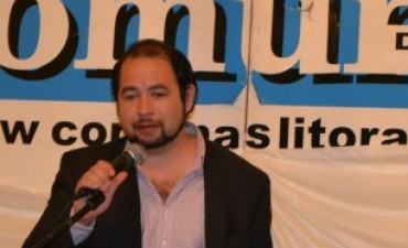 """""""Los intelectuales deben comprometerse más prácticamente en el ejercicio político""""."""