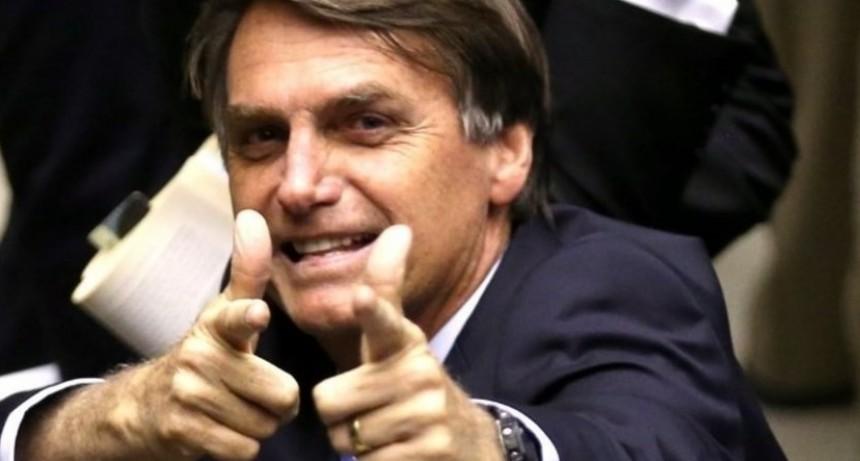 La democracia latinoamericana cae en  el  bolso del próximo presidente de Brasil.