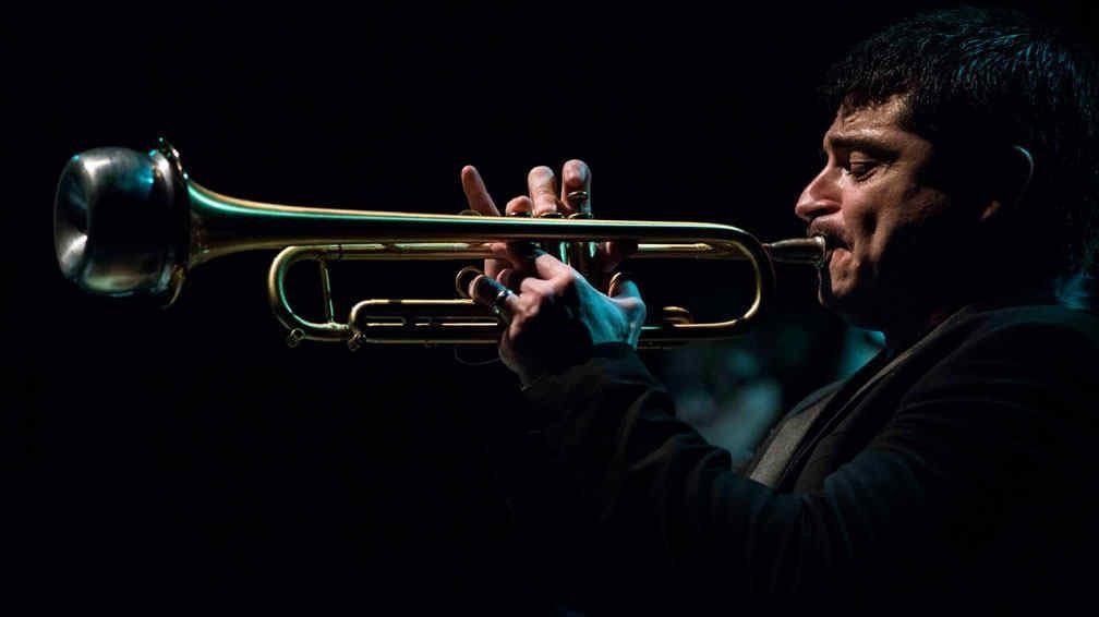 Mano a mano con Mariano Loiácono, el trompetista de jazz que Argentina aplaude de pie.