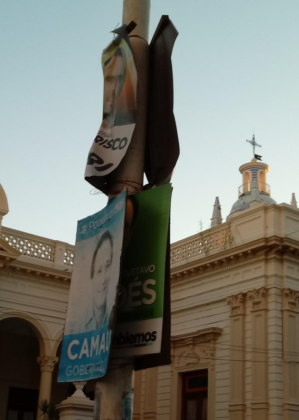 A más de cuatro meses de la última elección y la ciudad sigue con propaganda electoral.