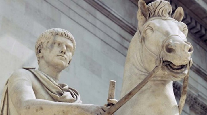 El político del momento, homenaje al caballo de Calígula.