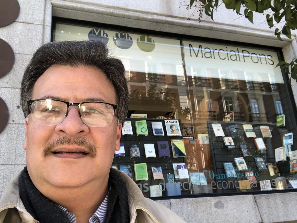 Un Ministro del Superior Tribunal de Justicia de Corrientes haciendo compras por Madrid.