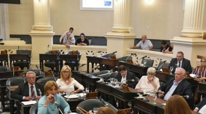 La falta de público en las gradas en las sesiones parlamentarias.