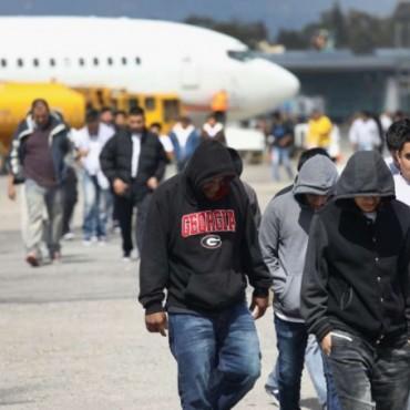Los deportados de la democracia.