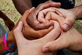 """El principio Ubuntu (""""yo soy porque nosotros somos"""") y la resignificación de lo humano."""