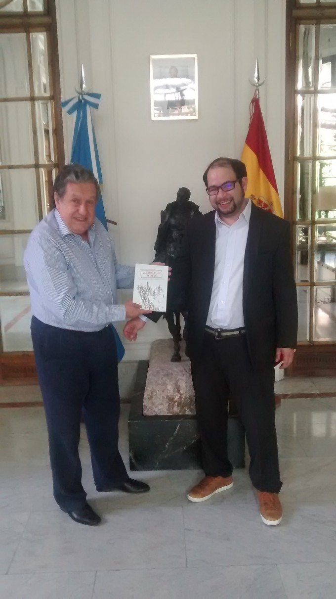 González Cabañas con el Embajador Puerta en Madrid.