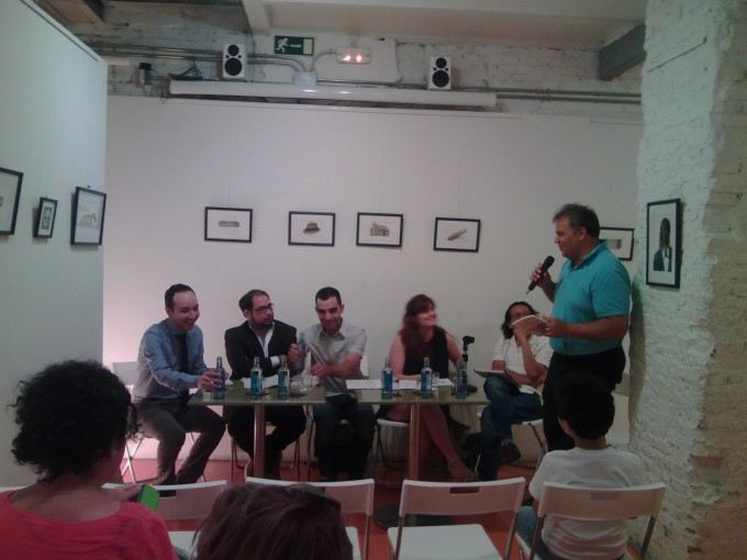 """Exitosa presentación de """"La democracia incierta"""" en Madrid."""