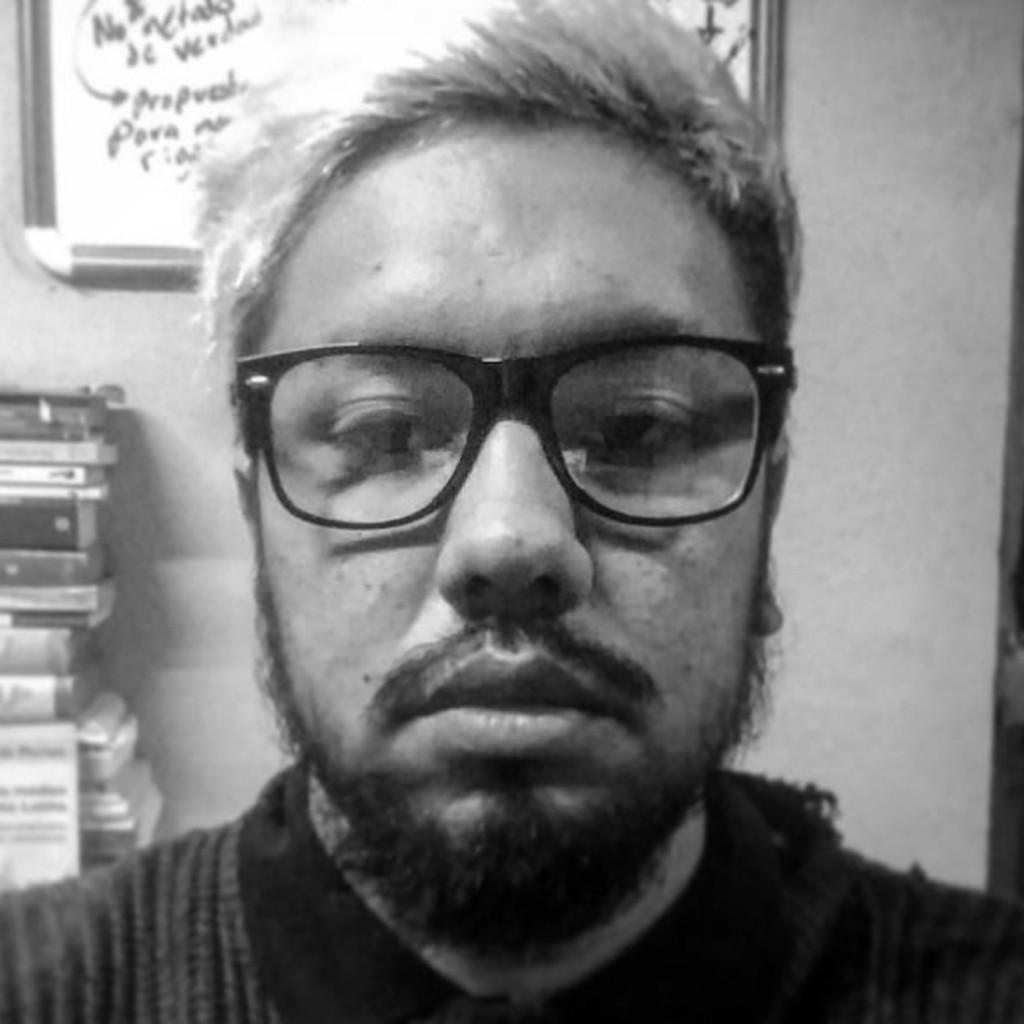 """Conversatorio """"cómo ser intelectual y no morir en el intento"""" con el psicólogo Mexicano Alejandro Segura Chávez."""