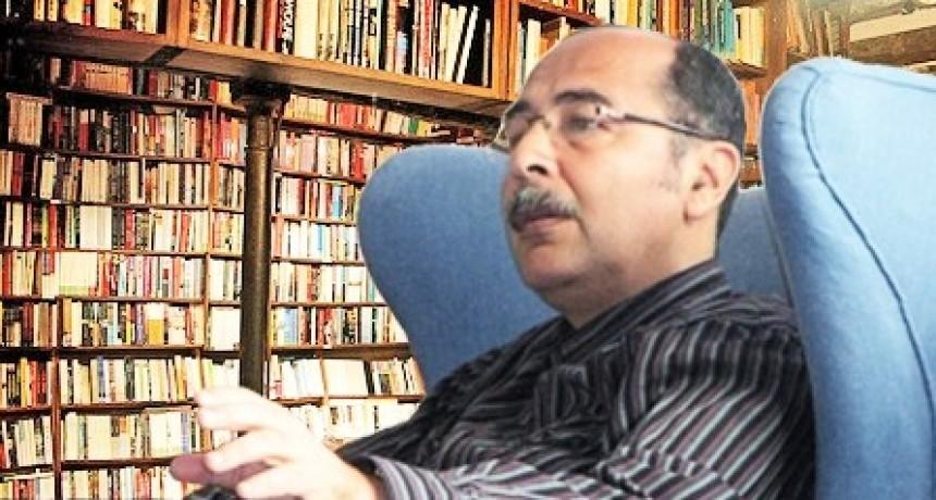 """""""Es incuestionable la importancia del libro de González Cabañas""""."""