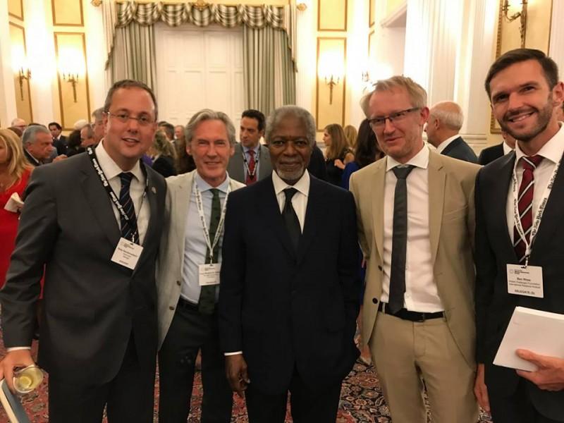 Kofi Annan destaca la elección de parlamentarios por sorteo (Dipunadores)