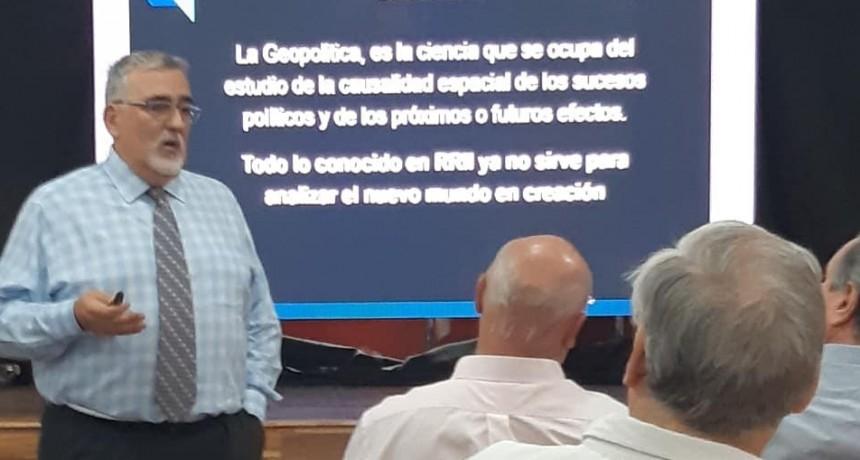 Geopolítica en la Universidad de la Cuenca.
