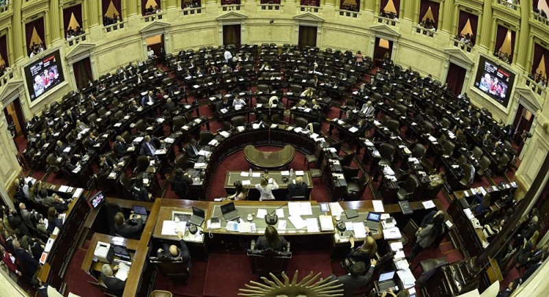 La representación de los parlamentarios y el uso de las cacerolas.